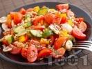 Рецепта Комбинирана шарена салата с чери домати, краставици, чушки, гъби, риган и слънчоглед
